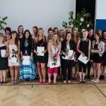 Die Absolventen der FOS 12 mit ihrem Klassenlehrer Wilhelm Kotthoff. Foto: SMMP/Bock
